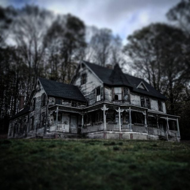 House Hunting or House Haunting? hauntedhouse halloween homeiswheretheheartis home farmhouselivinghellip